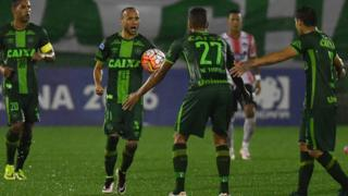 Members of the Chapecoense team in action against another Colombian team, Junior, in the quarter-finals of the Copa Sudamericana - 27 October