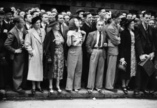 Crowds standing outside Downing Street on the day WW2 is declared