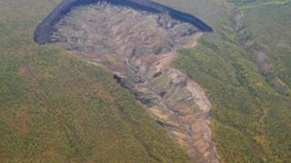 西伯利亞「不斷長大」的巨坑