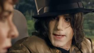 جوزف فاینس در نقش مایکل جکسون