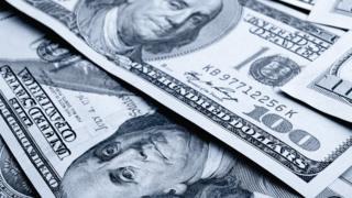 Pilha de notas de dólares