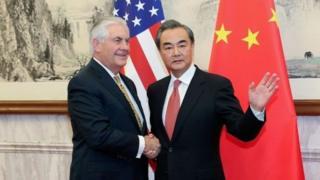 وانگ ئی، وزیر امور خارجه چین و رکس تیلرسون