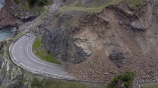 A landslide over a road outside Kaikoura (14 Nov 2016)