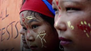 বিশ্ব জুড়ে হারিয়ে যাচ্ছে বহু জাতিগোষ্ঠীর ভাষা