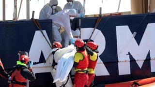 Arama kurtarma çalışmalarında şu ana kadar beş kişinin cesedine ulaşıldı.