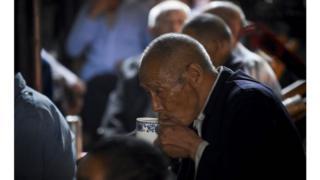 英国政府表示将会资助照顾中国老人