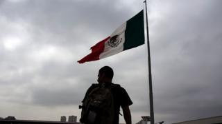 مهاجران مکزیکی در مرز کشورشان با آمریکا