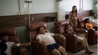 Pacientes com chikungunya, zika e dengue são atendidos em Monteiro (PB), em fevereiro de 2016