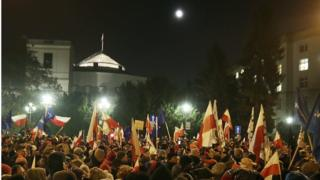 Crowds outside the Polish parliament in Warsaw, 16 December 2016