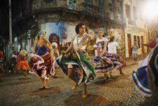 Dancers perform on their way to attend a rally with former President Luiz Inacio Lula da Silva, in support of President Dilma Rousseff, in the historic Lapa neighbourhood on 11 April 2016 in Rio de Janeiro, Brazil.