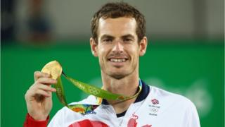 Murray holding up his Olympic gold medal