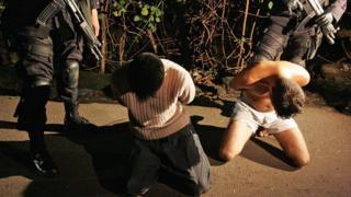 """Полиция задержала членов """"Мара Сальватруча"""" (Mara Salvatrucha)"""