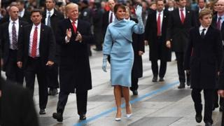 ترامپ و همسرش بخشی از مسیر به سوی کاخ سفید را پیاده می روند
