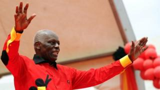 Angolan President Jose Eduardo dos Santos Angolan greets the crowd on August 29, 2012 during the final election campaign rally in Kilamba Kaixi on the outskirts of Luanda