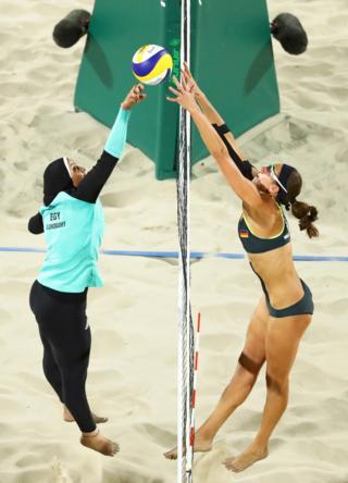 La foto de dos jugadoras de voleibol playa que se convirtió en una de las imágenes de las Olimpiadas de Río