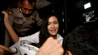 جسیکا وونگسو، یک زن اندونزیایی پس از محاکمه به اتهام قتل دوستش با قهوه آلوده به سیانور، مقصر شناخته شد و به بیست سال زندان محکوم گردید.