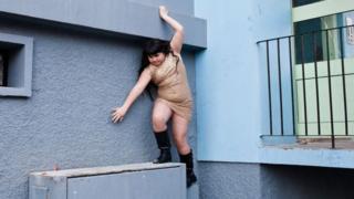 Девочка на стене