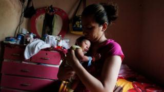 Novo estudo anglo-brasileiro reforça relação entre Zika e microcefalia