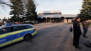 پلیس آلمان در بیرون ساختمان محل سخنرانی وزیر دادگستری ترکیه در شهر گاگنوا