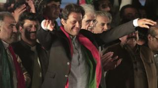 اردو سی کہانیاں 'یو ٹرن کا غصہ سوشل میڈیا پر' - BBC Urdu