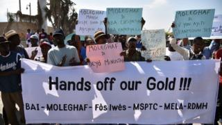 Opposition activists protest in front of the US embassy, in Port-au-Prince (21January 2015)