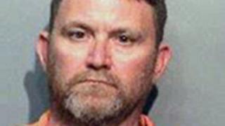 پلیس ایالت آیووا در میانه غرب آمریکا میگوید مظنون حادثه تیراندازی به دو افسر پلیس را دستگیر کرده است.