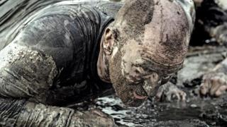 Чоловік упав у бруд