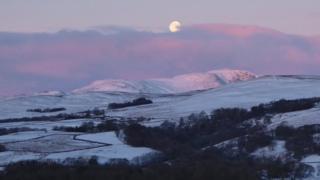 Moon over Ben Chonzie