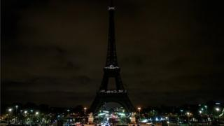 The Eiffel tower in darkness