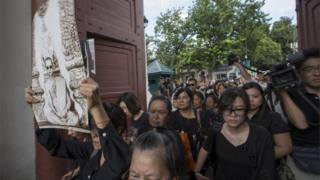 Mourners enter the Grand Palace in Bangkok to pay their respects to the king who died on Thursday, 15 October 2016