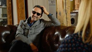 El cantautor uruguayo Jorge Drexler habla con Carol Olona, de BBC Mundo.