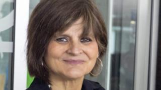 Lina Álvarez, madre por tercera vez a los 62.