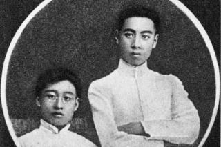 Li Fujing (left) and Zhou (right) pictured as young men