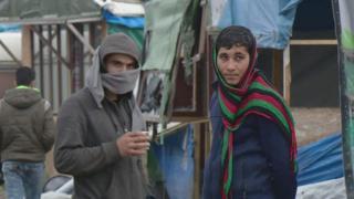 """Мигранты в лагере """"Джунгли"""" в Кале"""