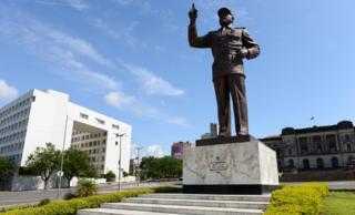 Samora Machel statue