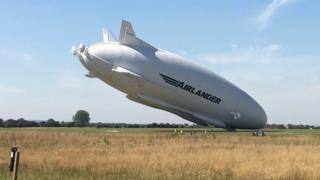 El Airlander 10 choca contra el suelo en Reino Unido