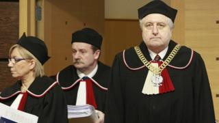 Constitutional Court judges arrive for ruling on court reforms 09/03/2016
