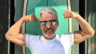 Boris Bork exibe seus músculos no Instagram