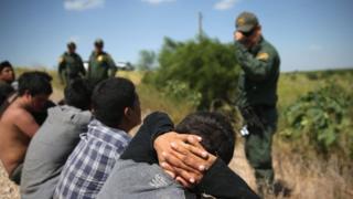 بازداشت مهاجران غیرقانونی در محدوده مرزی آمریکا و مکزیک