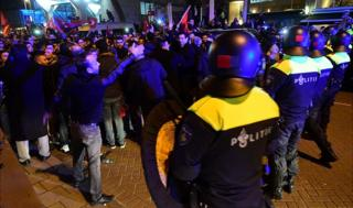 Dutch police/Turkish protesters in Rotterdam, 11 Mar 17