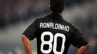 Ronaldinho con el número 80