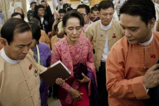 Myanmar's National League for Democracy (NLD) chairperson Aung San Suu Kyi (C) arrives for the new lower house parliamentary session in Naypyidaw on 1 February 2016