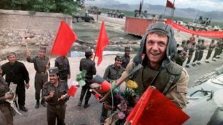 د ۱۹۸۸ کال د مې پر ۱۶مه، ډېری شوروي ځواکونه له افغانستان نه وتلو ته هوسېدل چې ګني له خونړۍ جګړې په سلامتۍ وتونکي دي