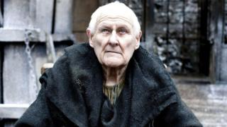 L'acteur britannique Peter Vaughan interprétait récemment le personnage de Mestre Aemon dans la série Game of Thrones.