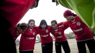د افغانستان د فوټبال ښځینه ملي لوبډلې تېر کال پاموړ لاسته راوړنه لرله. دغې لوبډلې د سوېلي اسیا هېوادونو په ښځینه لوبو کې لومړی ځل په ۲۰۱۰ کال ګډون وکړ.