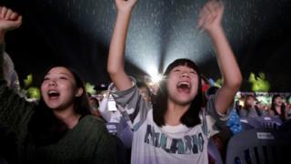 Fanáticas del K pop durante un festival de este género en Corea del Sur