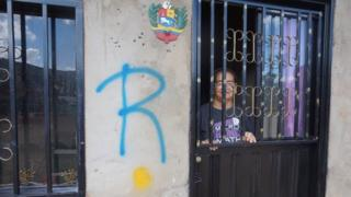 """The letter """"R"""" on a house in Tachira"""