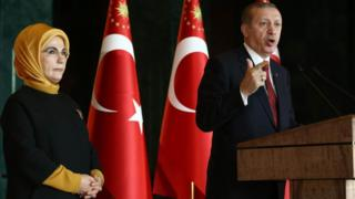 Turkish President Recep Tayyip Erdogan delivers a speech, flanked by his wife Emine, in Ankara on (9 February 2016)