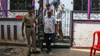 Indian police and forensic experts leave a house in the Kasarvadavali area on the outskirts of Mumbai, India, 28 February 2016, where a 35-year-old man was suspected of murdering 14 family members before hanging himself.