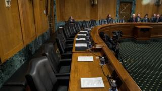 کرسی های خالی کمیته تامین مالی